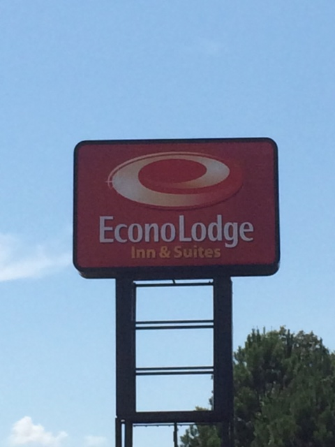 EconoLodge - Pylon Sign